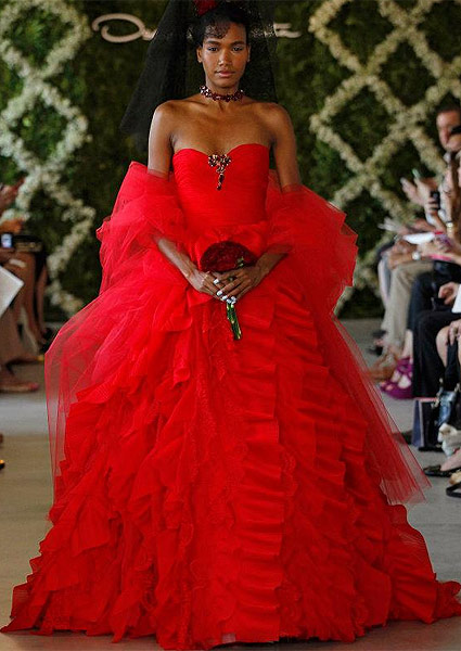Red wedding dress, Oscar de la Renta in 2013. Photo: Dan Lecca