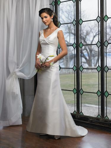 beautiful simple wedding dress Hidden Beauties of Simple Wedding Dresses