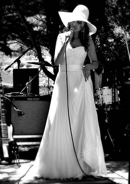 Singer Nicole in a wedding dress of vintage Angeles Tormo