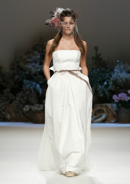Wedding dress with belt Inmaculada García 2013