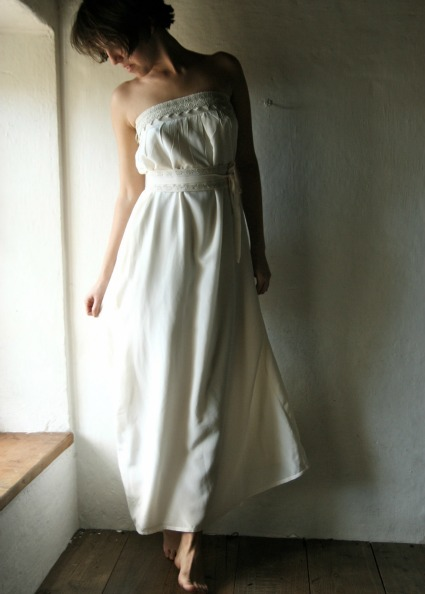 Romantic wedding dress on Etsy - Source: larimeloom