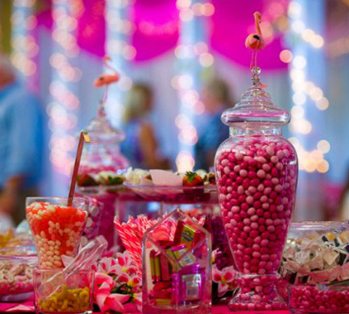 Pink wedding decor. Photo: Karine-Cb RazvanPhotography