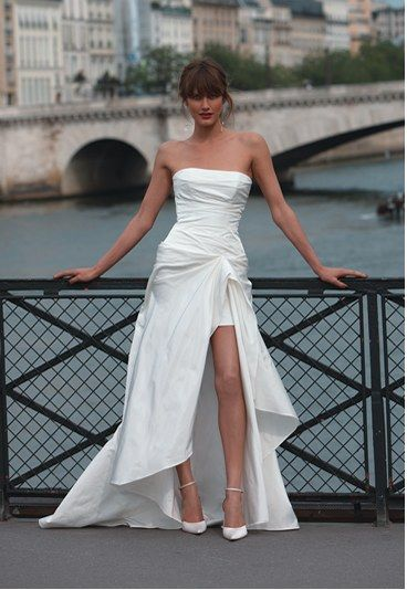 Cymbeline wedding dresses playing the card of elegance and femininity