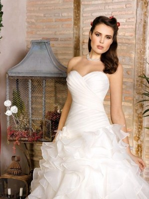 "Divina Sposa ""The elegance of Romanticism"""