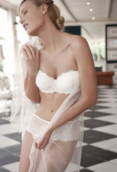 Lace, embroidery and satin are combined and mixed to achieve the perfect set of lingerie. Images provided by PareraGrupo.