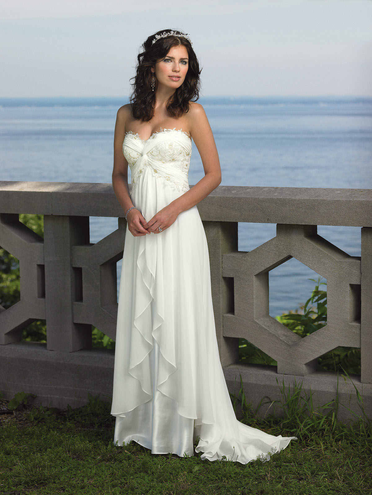 Top 10 perfect beach wedding dresses of 2014 for Best wedding dresses for beach weddings