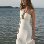 Tips on Picking the Perfect Beach Wedding Gowns
