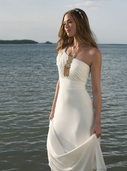 Tips on Picking the Perfect Beach Wedding Gowns - Shinedresses.com