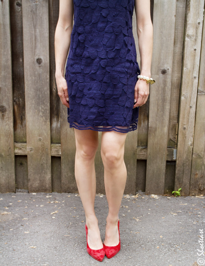 What Shoes Should Wear With a Navy Dress?