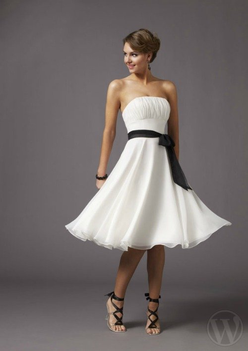 White dress: we play with the black! Photo: www.morilee.com