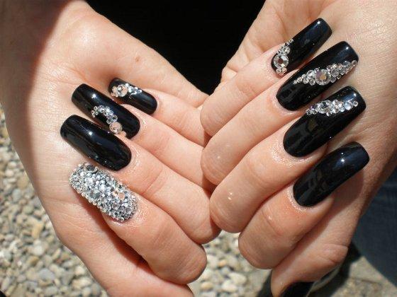 Luxury Nails: Beautiful acrylic nail designs with rhinestones